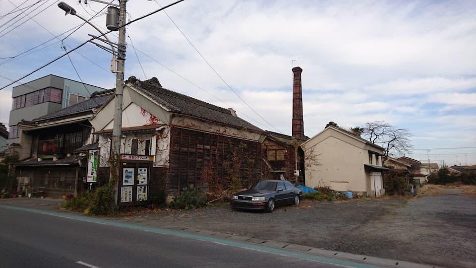 煙突のある建物