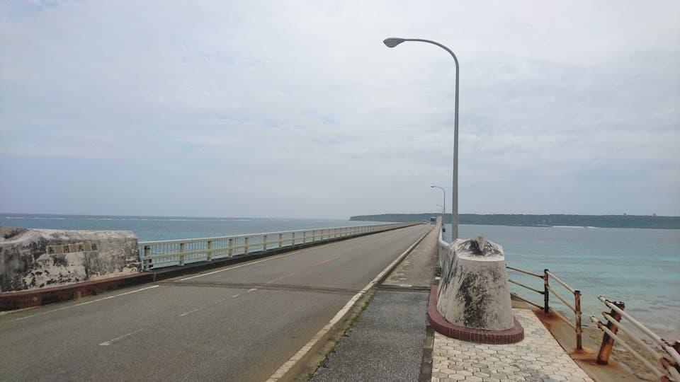 シーサーが見守る「来間大橋」と絶景スポット「竜宮展望台」