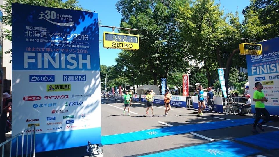 マラソン目標タイムと月間走行距離の目安はサブ4が 150km、サブ3が 250km