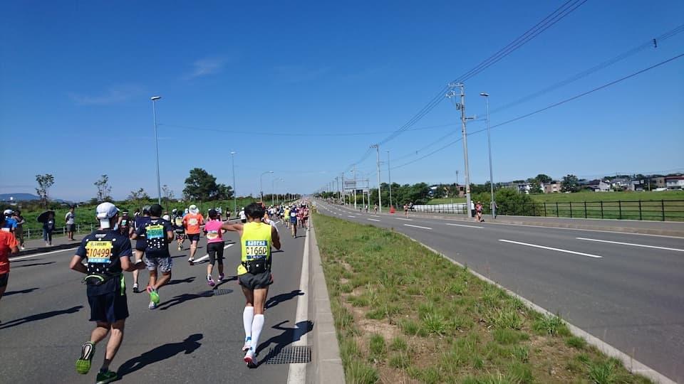 《北海道マラソン》完走レポート:キツいけど、一度走るとクセになる|ともらん
