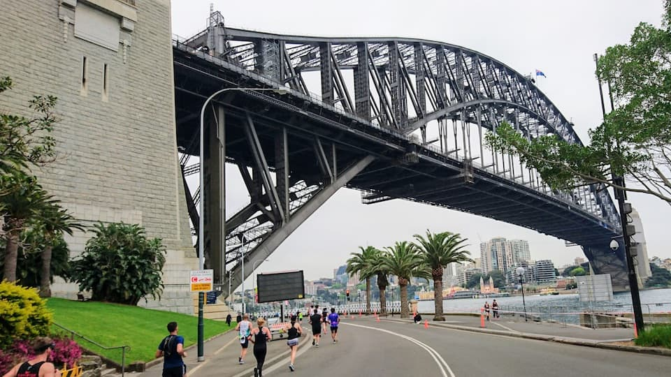 《シドニーマラソン》参加レポート:夏でも涼しい南半球最大級のマラソン大会|ともらん