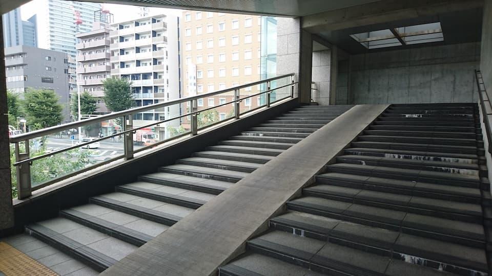 「階段トレーニング」は、坂道トレーニングより効果的