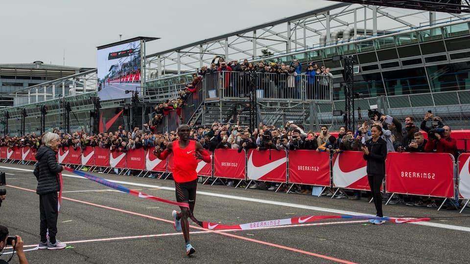 ナイキ「BREAKING2」速報。キプチョゲが42.195キロを2時間00分25秒で完走!サブ2は未達