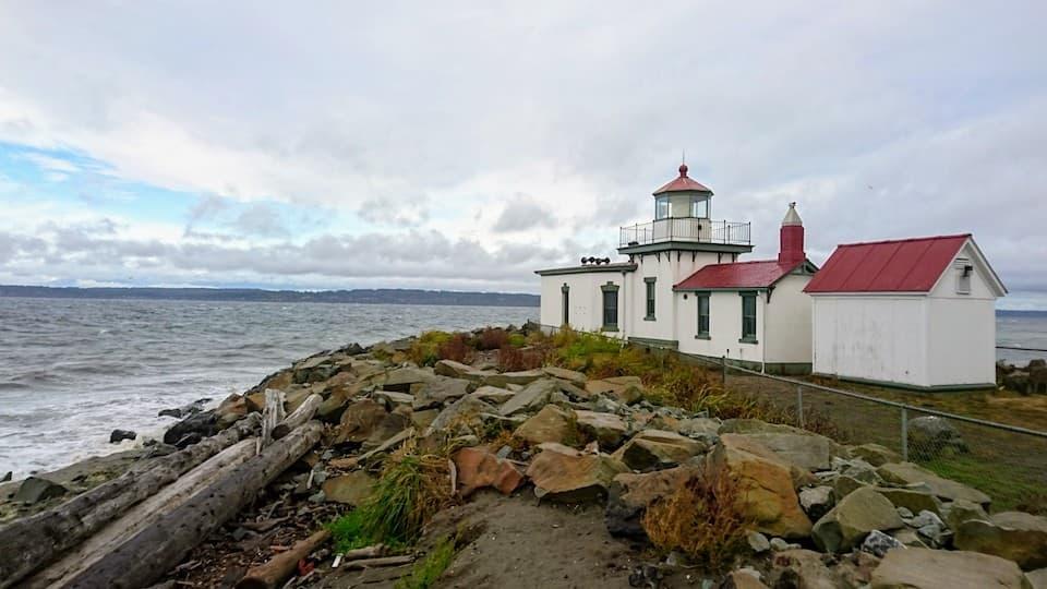 シアトル最西端のディスカバリーパークで見つけた「ウェスト・ポイント灯台」