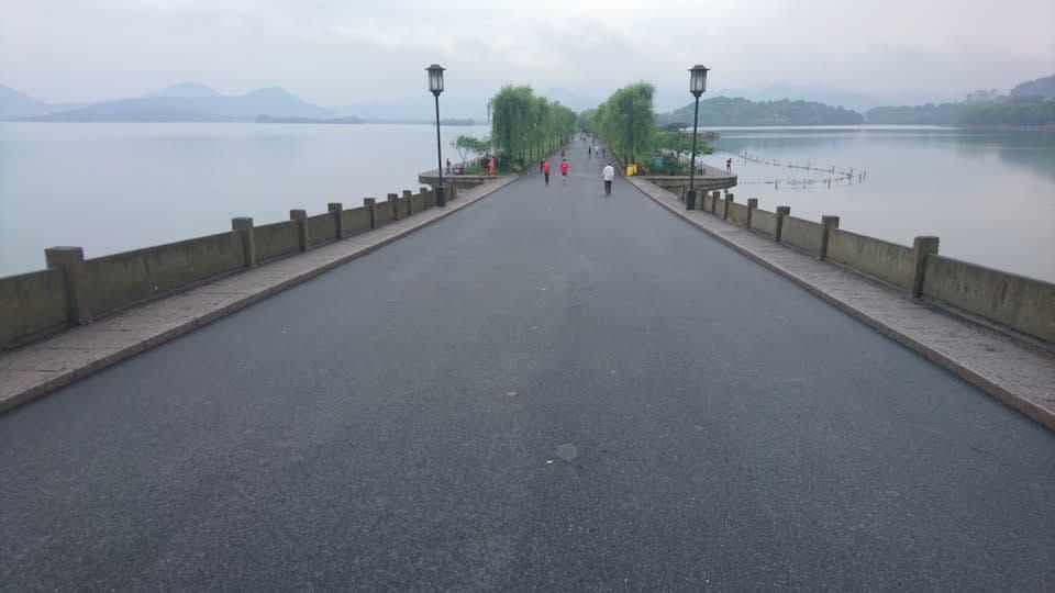 もうひとつの西湖、世界遺産「杭州西湖」を走って1周してきた