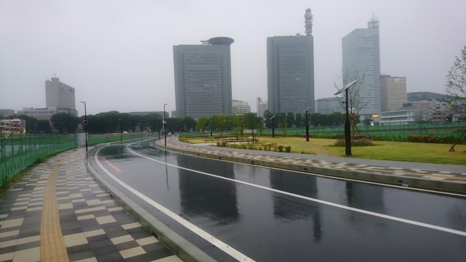 雨の日こそ、絶好のトレーニング日和。雨でも快適にランニングするコツとは?