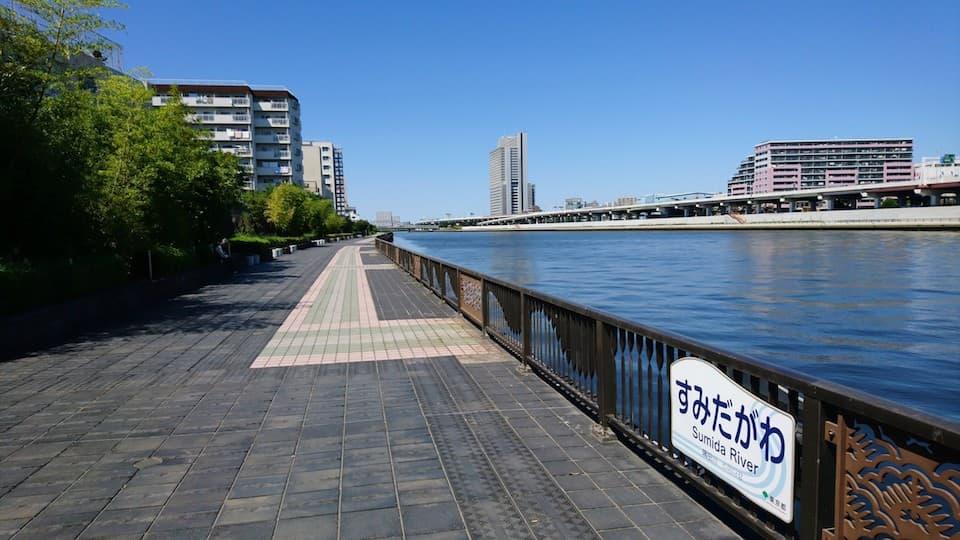 浅草雷門から徒歩5分「隅田川テラス」のランニングコース