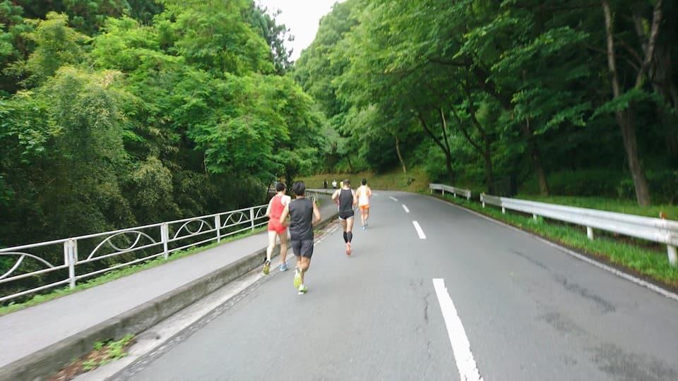 マラソンで後半から粘れるトレーニングは「上り坂」を使うのがおすすめ