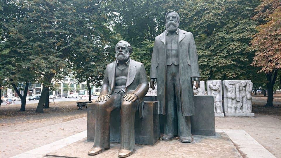 ベルリン マルクス・エンゲルス像