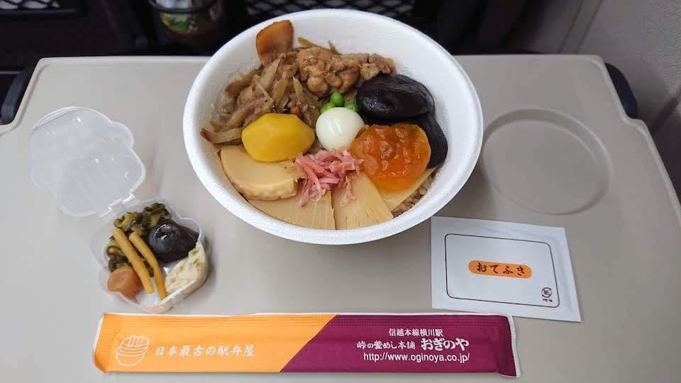 日本最古の駅弁屋おぎのやの「峠の釜飯」