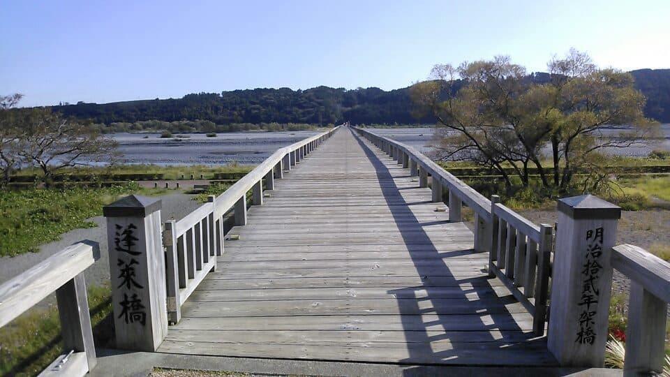 世界一長い木造歩道橋「蓬莱橋」