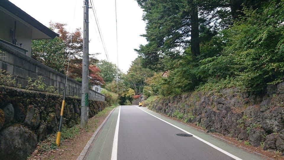 旧街道を直進