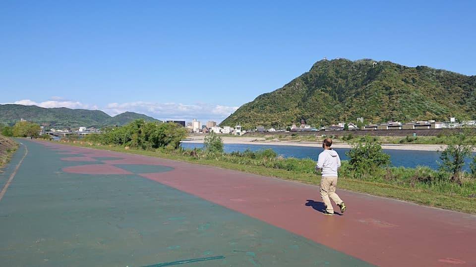 高橋尚子ロードの走り方。岐阜・長良川河川敷のランニングコース