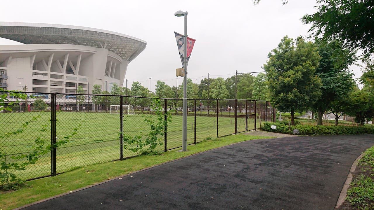 埼玉スタジアム2002公園のジョギングコースは 1周1844m